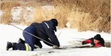 Как вести рыбаку при первых морозах на льду